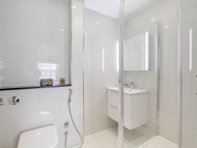 Third-bathroom-5